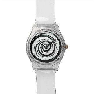 Arte hipnótico blanco y negro del remolino relojes