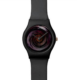 Arte hipnótico púrpura y negro del remolino relojes