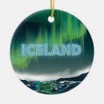 Arte islandés del viaje de la aurora boreal adorno navideño redondo de cerámica