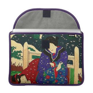 Arte japonés - pintura de una mujer en la nieve fundas para macbook pro