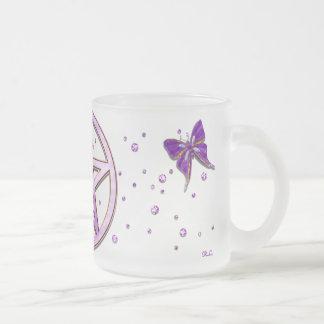 Arte Jeweled amatista de la mariposa de Wiccan Taza Cristal Mate