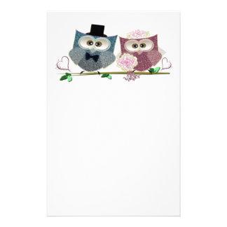 Arte lindo de los búhos de novia y del novio  papeleria de diseño