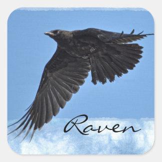 Arte moderno del cuervo que vuela en azul pegatina cuadrada