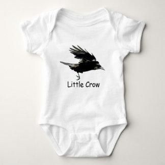 Arte negro del CUERVO que vuela para el bebé Tshirts