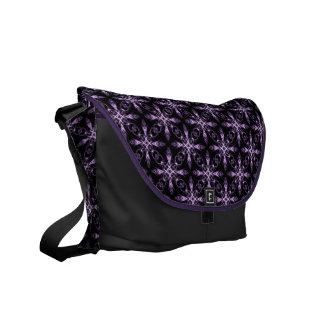 Arte negro y púrpura floral gótico del fractal bolsa messenger