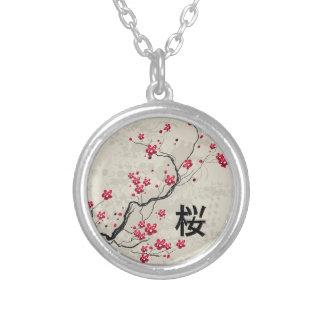 Arte oriental de la flor de cerezo de Sakura del Collar Plateado