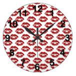 Arte pop: Besos rojos del lápiz labial Reloj