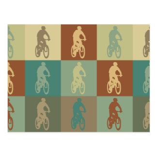 Arte pop Biking de la montaña Postal