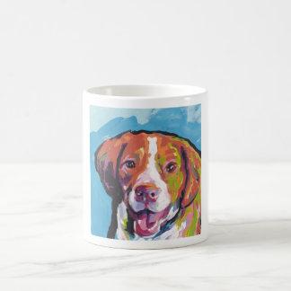 Arte pop brillante de la diversión del perro del taza básica blanca