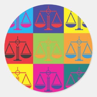Arte pop de la justicia penal etiquetas redondas