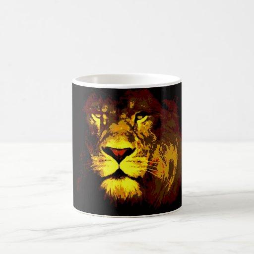 Arte pop del león taza básica blanca