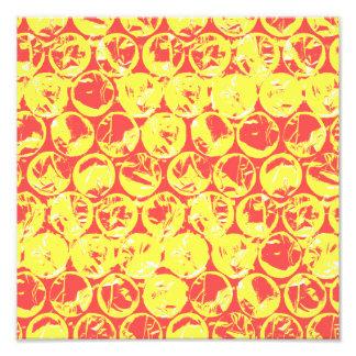Arte pop rojo y amarillo del plástico de burbujas fotografías