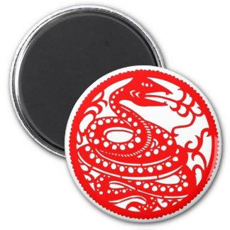 Arte popular del zodiaco chino de la serpiente el  imán redondo 5 cm