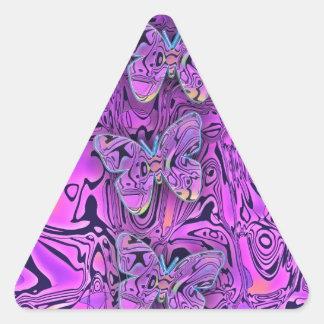 Arte púrpura abstracto brillante de las mariposas pegatina triangular