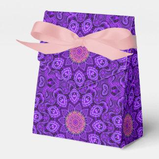 Arte púrpura adornado del caleidoscopio de las caja para regalos de fiestas