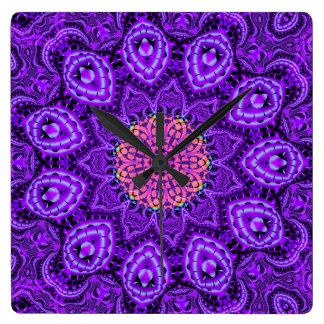Arte púrpura adornado del caleidoscopio de las reloj cuadrado