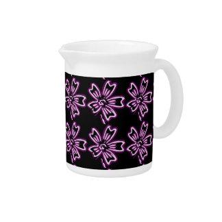 Arte púrpura bonito de la flor en estampado de flo jarron