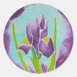 Arte púrpura del batik de la flor del iris etiquetas redondas