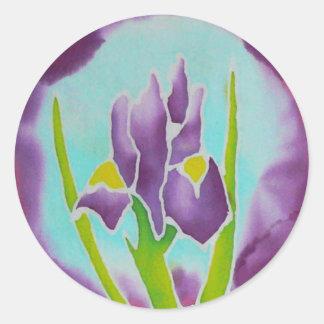 Arte púrpura del batik de la flor del iris pegatina redonda