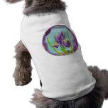 Arte púrpura del batik de la flor del iris ropa perro