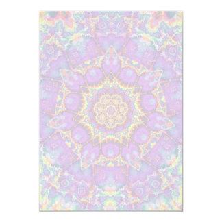 """Arte púrpura del caleidoscopio del arco iris de la invitación 5"""" x 7"""""""