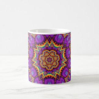 Arte púrpura del caleidoscopio del arco iris de la taza clásica