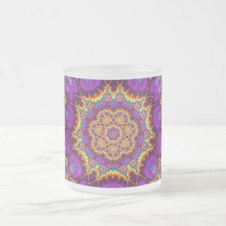 Arte púrpura del caleidoscopio del arco iris de la taza de cristal