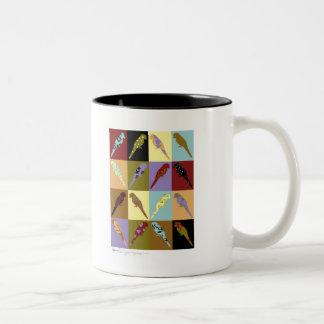 Arte: regalos del diseño del edredón del loro taza dos tonos