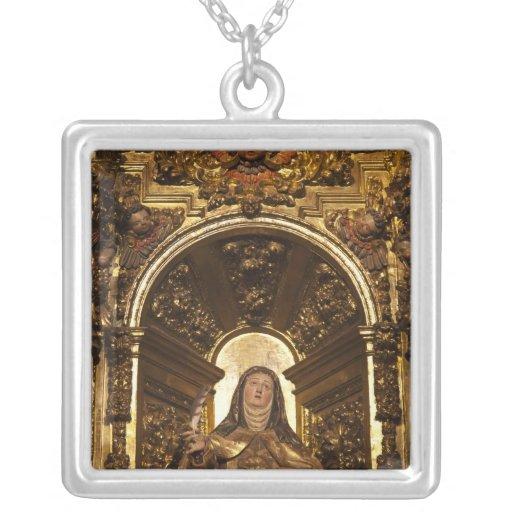 Arte religioso que representa a Santa Teresa 2 Collar Plateado