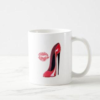 Arte rojo del zapato y de los labios del estilete taza de café