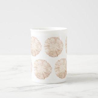 Arte romántico hecho a mano del tapetito del ganch taza de porcelana