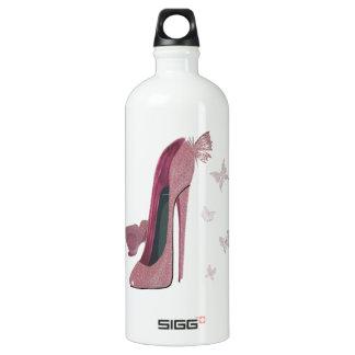 Arte rosado de los zapatos y de la mariposa del
