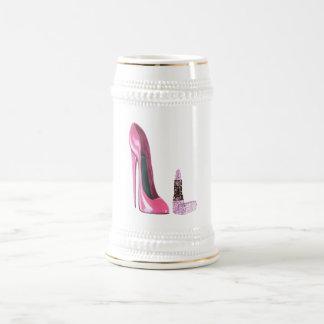 Arte rosado del zapato y del lápiz labial del jarra de cerveza