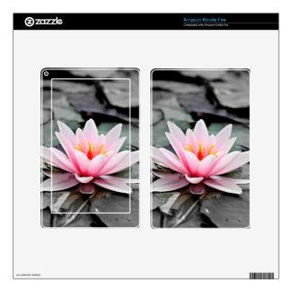 Arte rosado hermoso del zen de Waterlily de la Pegatina Skin Para Kindle Fire