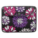Arte rosado púrpura de la flor blanca en negro fundas macbook pro