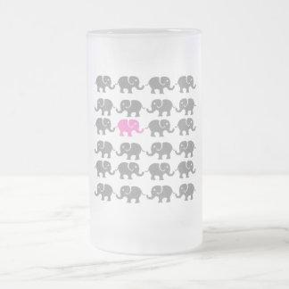 Arte rosado y gris del elefante jarra de cerveza esmerilada
