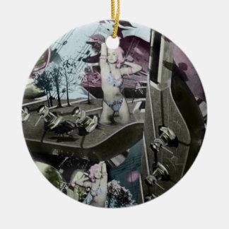 Arte surrealista del paisaje de la guitarra en adorno navideño redondo de cerámica