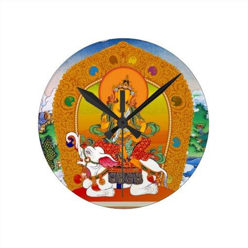 Arte tibetano oriental fresco del tatuaje de dios  reloj redondo mediano