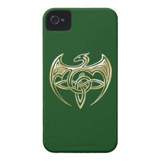 Arte trino de los nudos del Celtic del oro y del iPhone 4 Case-Mate Fundas