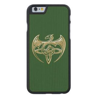 Arte trino de los nudos del Celtic del oro y del Funda De iPhone 6 Carved® Slim De Arce