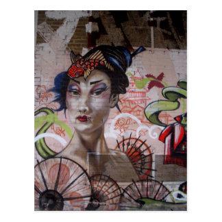Arte urbano de la calle de la pintada del geisha postales