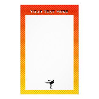 Artes marciales amarillo-naranja papeleria
