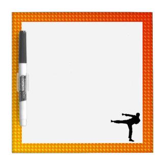 Artes marciales amarillo-naranja pizarra blanca
