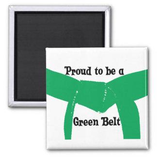 Artes marciales orgullosos ser un cinturón verde imán cuadrado