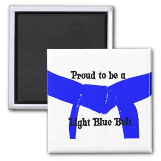 Artes marciales orgullosos ser una correa azul imán cuadrado