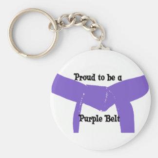 Artes marciales orgullosos ser una correa púrpura llavero redondo tipo pin