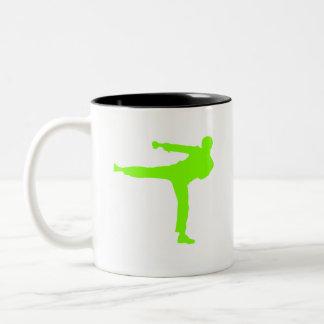 Artes marciales verdes chartreuses, de neón taza de café