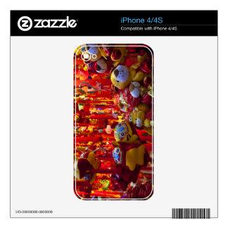 Artículos coloridos para la venta en una tienda en calcomanía para el iPhone 4