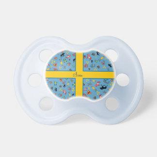 Artículos suecos de la cultura con la bandera chupete de bebé