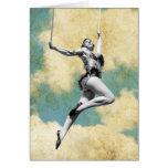 Artista de trapecio del vintage que vuela arriba tarjetón